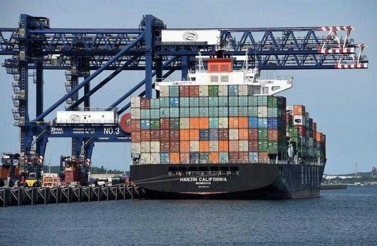 خدمات-الشحن-البحرى-على-كافة-خطوط-النقل-البحرية-المشهورة-والمميزة-والى-كافة-الموانئ-العالمية