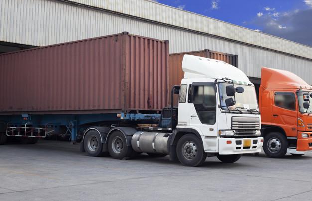 خدمات-الشحن-البري-بسهولة-وأمان-وبأقل-تكلفة-ممكنة