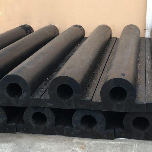 تصنيع-وتوريد-مصدات-حرفD-من-الكاوتش-تستخدم-كبديل-لحماية-جدران-السفن-والمراسي-والأرصفة