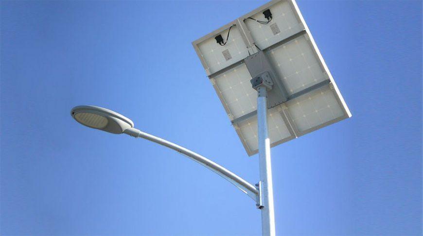 توريد-وتركيب-أنظمة-إضاءة-الشوارع-بالطاقة-الشمسية