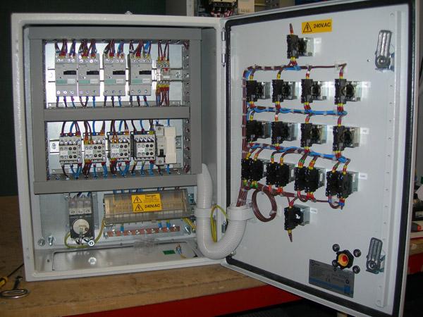توريد-لوحات-كهربائية-للتحكم-فى-طلمات-اعماق-من-شركة-الاتربى.
